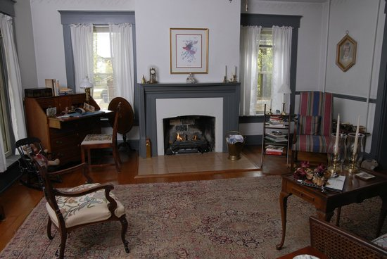 Maplevale Farm Bed and Breakfast: Living Room