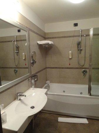 Hotel Cosmopolitan Bologna: Salle de bain - Jaccuzzi