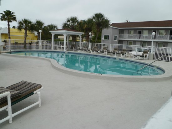 Destin Inn & Suites : Lovely clean pool