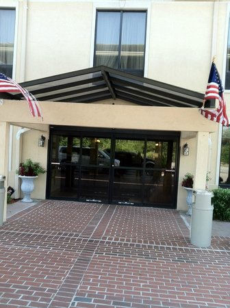 Baymont Inn & Suites Savannah/Garden City : Hotel entry way