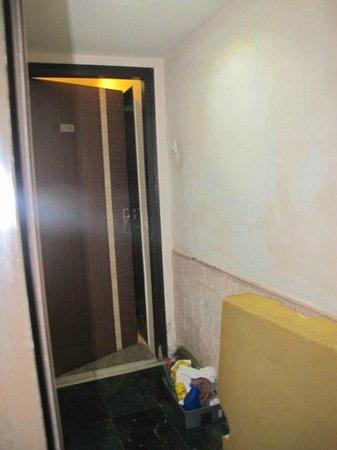 Hotel JK Regency: Hallway outside my room