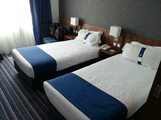 Holiday Inn Express Lisbon Alfragide: Room view 2