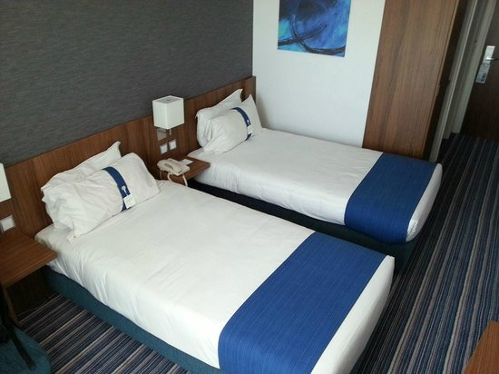 Holiday Inn Express Lisbon Alfragide: Room view 1