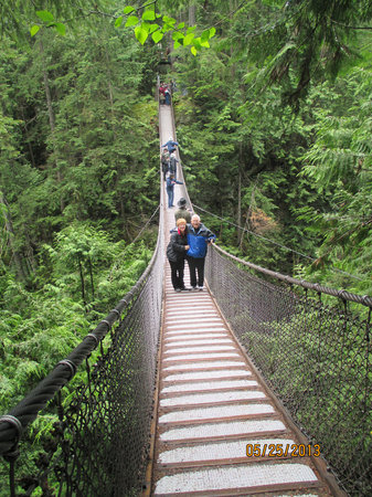 Lynn Canyon Park: Suspension bridge in park