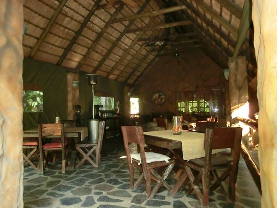 Kaia Tani Guesthouse: il ristorante nel giardino