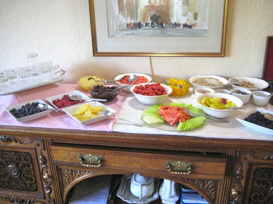 The Burn How Garden House Hotel: Lovely fresh fruit for breakfast