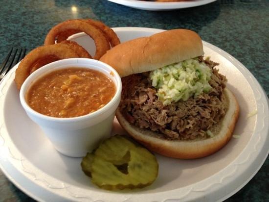 Smoakies Bar-B-Que: BBQ Pork sandwich & Brunswick stew