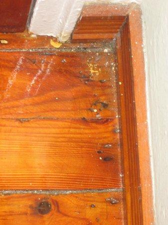 Sherbrooke Hotel: Chão velho e sujo