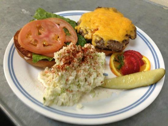 Southern Belles : cheeseburger and slaw