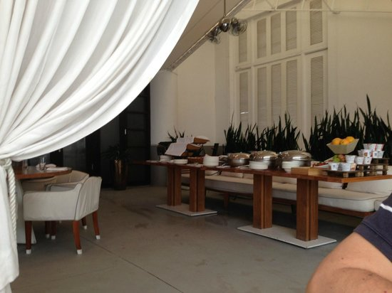 Delano South Beach Hotel: Look very closely at the bread basket area and spot thr birdie.