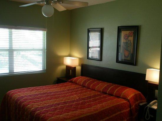 Plantation Village Beach Resort: master bedroom