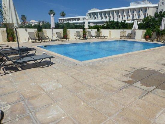Angela Holiday Apartments: Pool