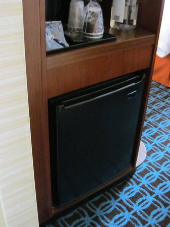 Fairfield Inn & Suites Towanda Wysox: small refrigerator