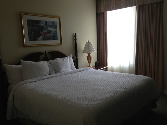 Embassy Suites by Hilton Portland - Downtown: Bedroom of King Corner Suite