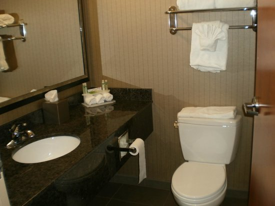 Holiday Inn Express Hotel & Suites Grand Junction: Bathroom