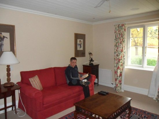 Claremont Estate & Nature Park: Our own sitting room with sky TV