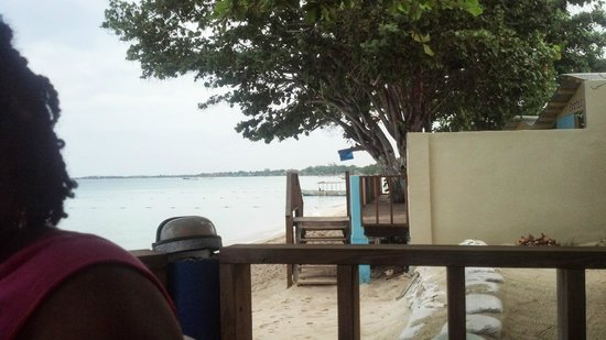 Travellers Beach Resort: 3 ft wide beach..I have pics with guests in the chairs if you want to see more