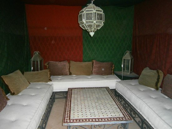 Riad Cannelle: covered tent on the rooftop