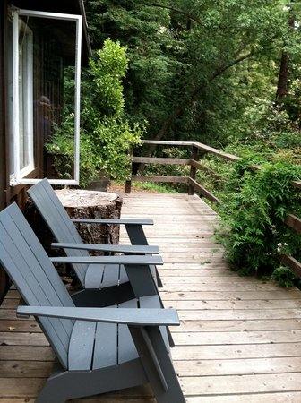 Glen Oaks Big Sur: Private cabin deck for relaxing