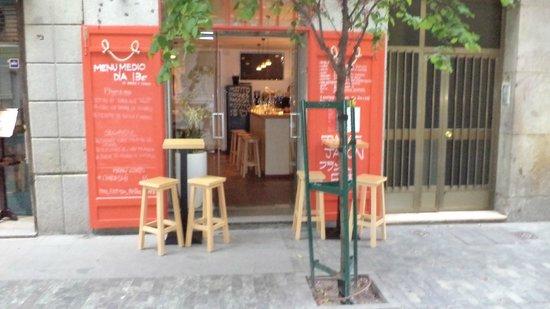 L'Artisan Furansu Kitchen : De entree van het restaurant