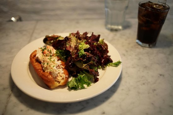 Ed's Lobster Bar : lobster roll and salad