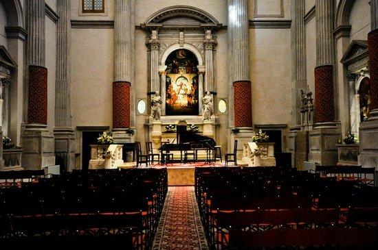 Interpreti Veneziani : vue depuis l'entrée de l'église