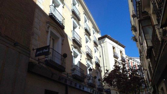 Suite Prado Hotel: Het hotel vanaf de straat