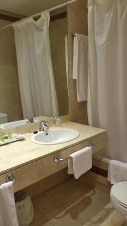 Suite Prado Hotel: De badkamer