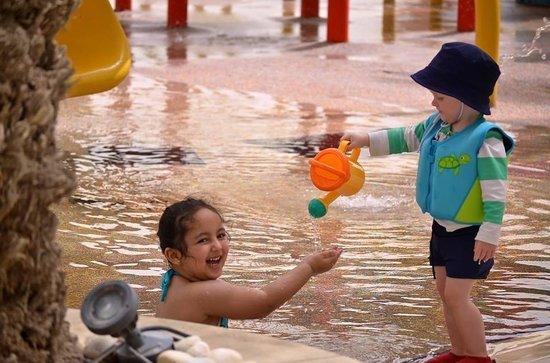 Al Raha Beach Hotel: Having fun with other kid