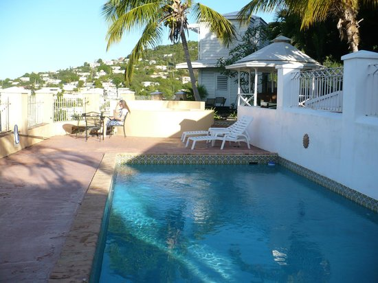 Villa Santana: Pool and partial gazebo area