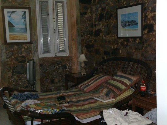 Villa Santana : Bed, closet and TV area