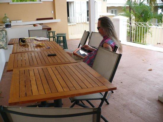 Villa Santana: Sitting area above pool