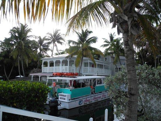 Amoray Dive Resort: The dive boat - fun!