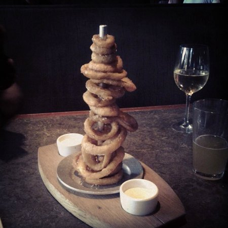 Yard House: yummy onion rings!