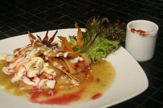 La Mata Tinta Tlaquepaque: Chilaquiles with Jamaica sauce