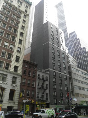 Holiday Inn Express New York City-Wall Street: A Thin Slice that's Thick on Hospitality
