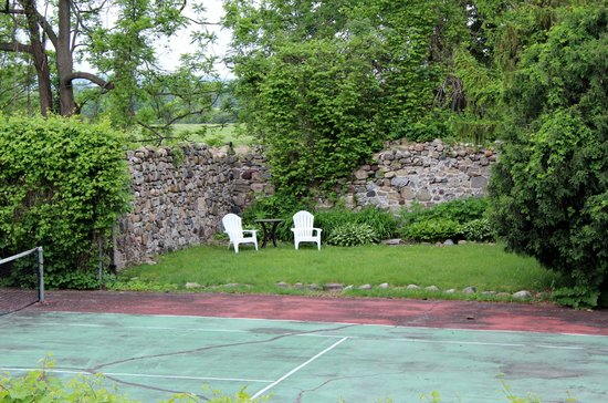 Morgan Samuels Inn: Tennis courts