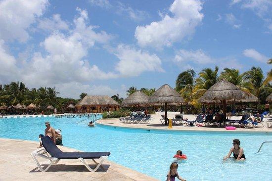 Grand Palladium Kantenah Resort & Spa: Pool White Sand