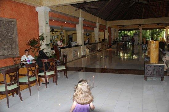 Grand Palladium Kantenah Resort & Spa: Kantenah Reception