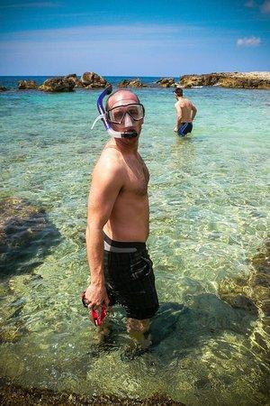 Coral Cove Resort : Swim time.