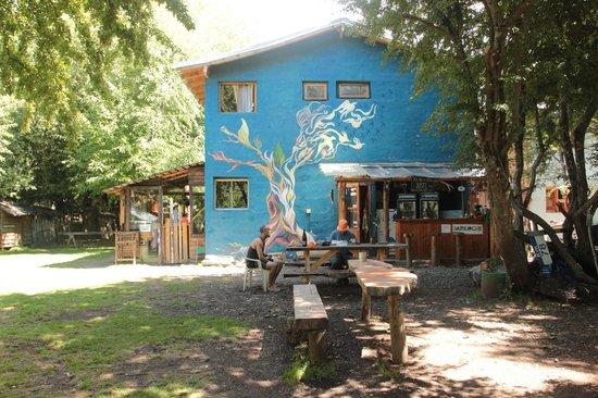 Camping & Hostel Los Coihues: Hostel