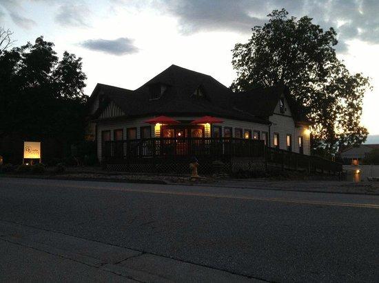 Grinder and Grains Cafe: Night