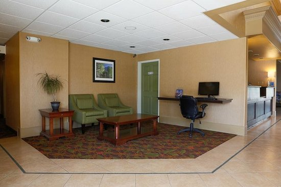 Holiday Inn Express Oakdale : Computer Access