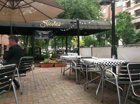 Trattoria Nicola's: Dining al fresco