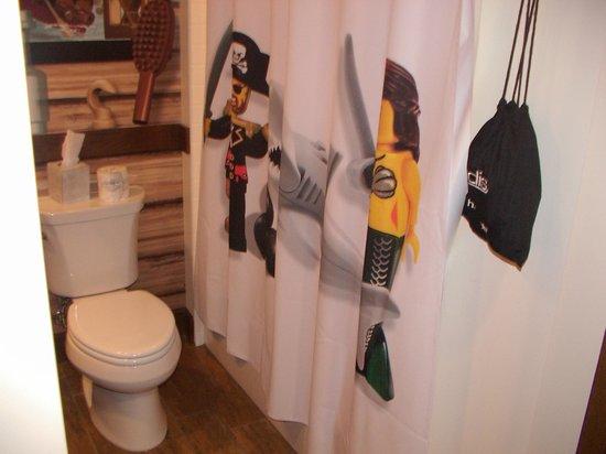 LEGOLAND California Hotel: Baño habitación pirata