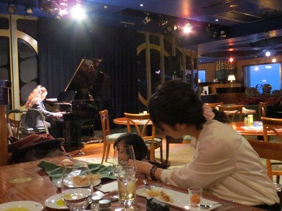 Artist Cafe: restraurant