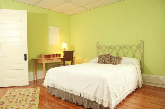 Dailey Renewal Retreat: Lindley Park Room