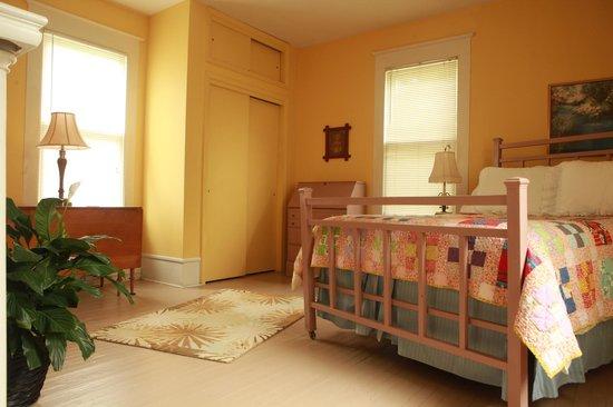 Dailey Renewal Retreat: Queen Anne Room