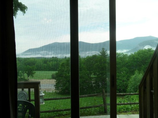 Wyatt House Country Inn: The View of the Saco River and the mountains from my room.