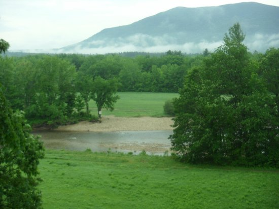 Wyatt House Country Inn: The View of the Saco River and mountains from my room.